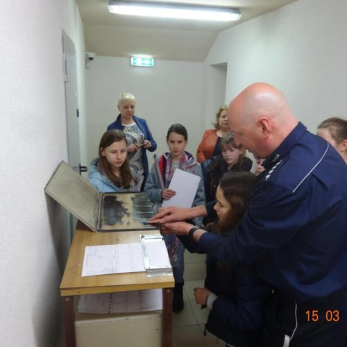 Laureaci konkursu ,, Dzień Bezpiecznego Internetu'' odwiedzili Komisariat Policji IV w Krakowie
